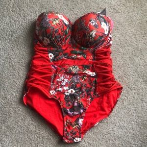 One piece push up cup swimsuit. Never worn. NWT.